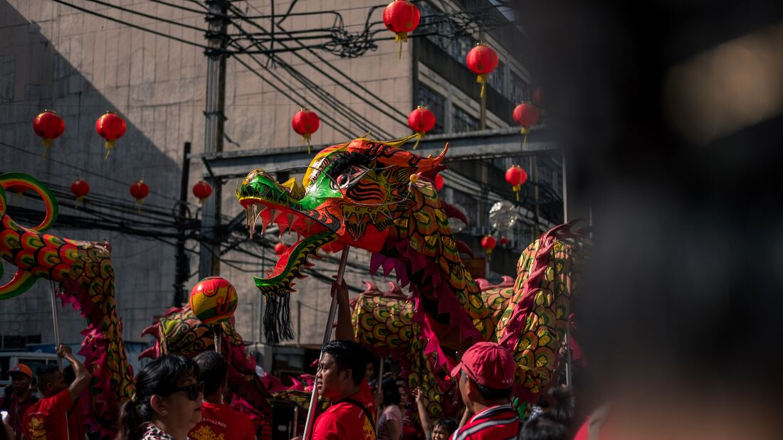 dragon dancing for chinese new year in america